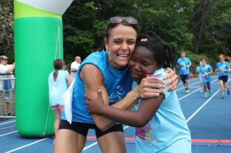 Barth First Grade Teacher Kathy Eagle congratulates runner Nijae Grosvenor. Submitted Photo