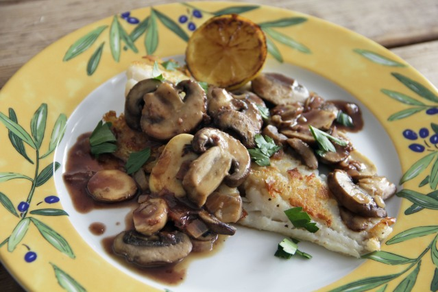 Food Healthy Quick Cod with Red Wine Pan Sauce