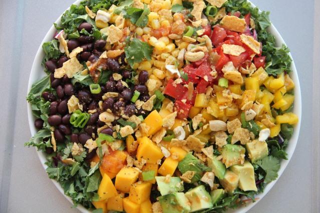 Food Healthy Black Bean and Mango Salad